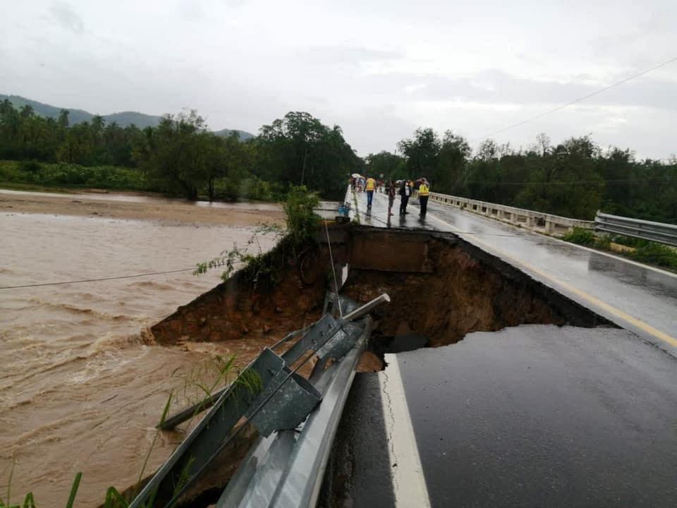 Inundaciones y desbordamientos por 'Rick' en Michoacán y Guerrero.